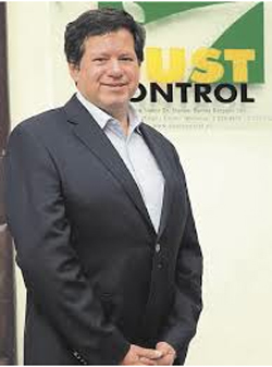 CLAUDIO ESCOBAR CAMPOS. Gerente General cescobar@dustcontrol.cl